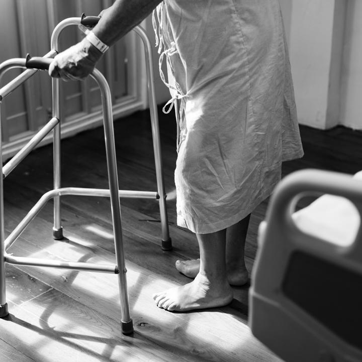 介護施設で働くメリット・デメリット